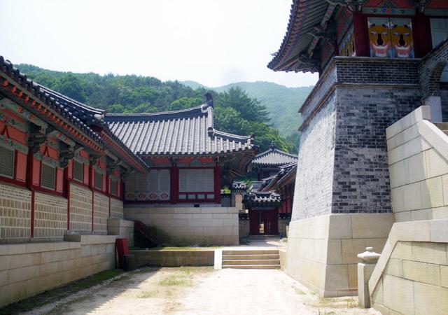 光化門(カンファムン)を基に作られた建物の裏側。