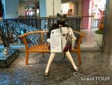 猫人形のベンチ