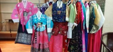 華やかな韓国の伝統衣装でコーディネート
